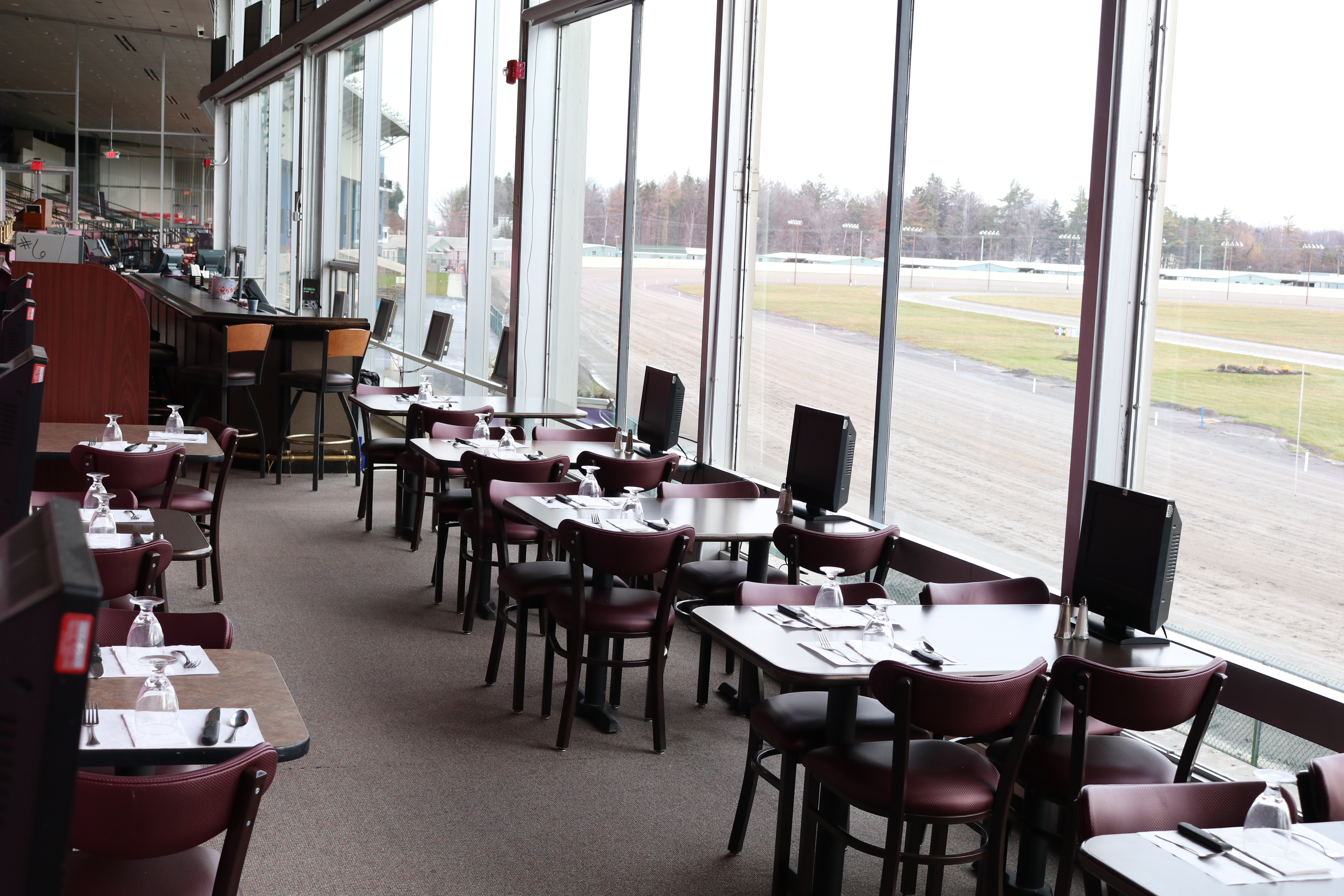 Clubhouse & Rail Bar | Batavia Downs Gaming & Hotel